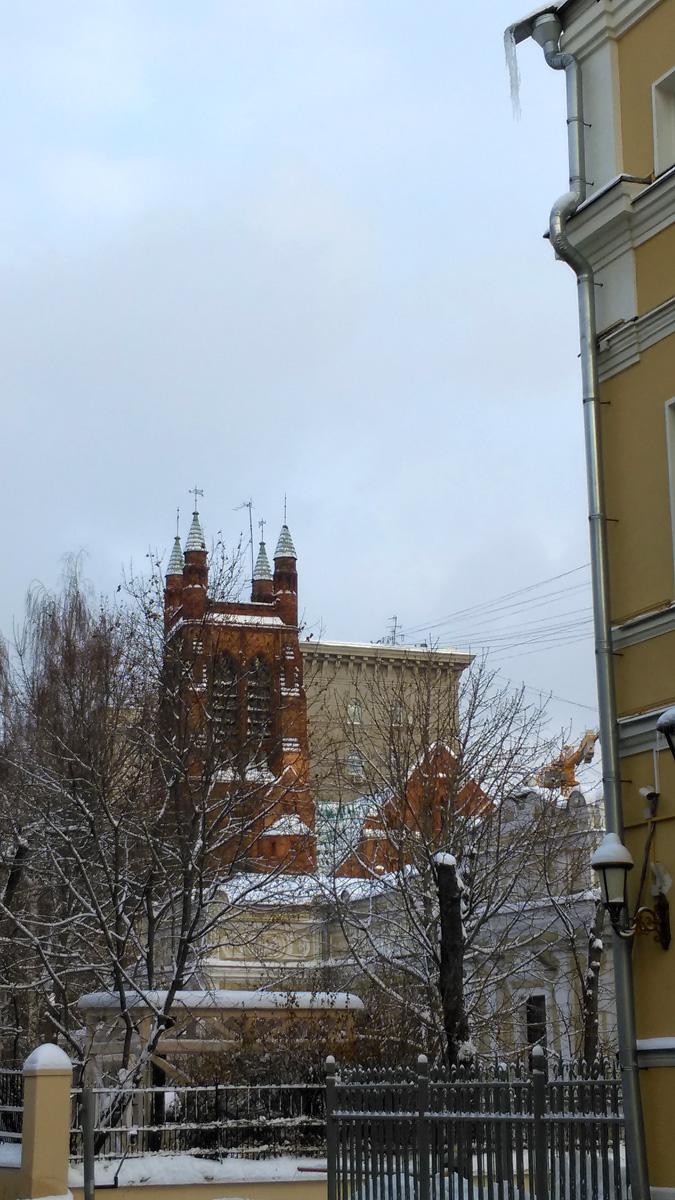 Вот, так идешь себе по московской улочке и вдруг....