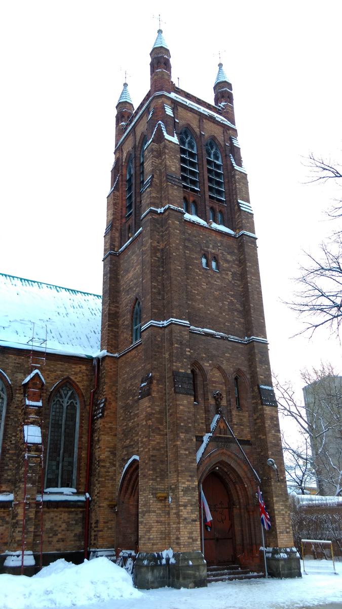 Башня церкви увенчана по углам четырьмя небольшими остроконечными декоративными башенками с флюгерами. Она никогда не являлась колокольней, так как колокола на ней так и не были установлены.