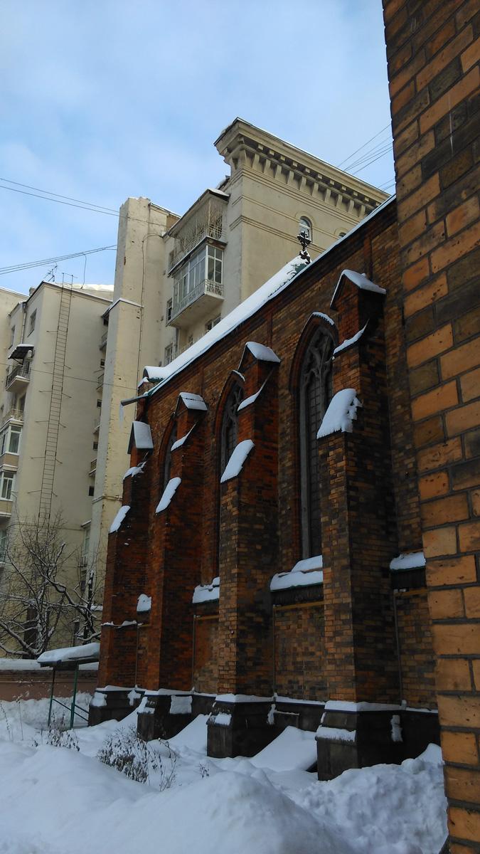 На заднем плане Дом артистов Большого театра построен в 1935 г., архитектор А.В. Щусев.