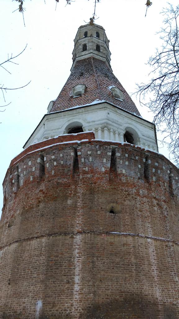 А вот, и сама башня. Построена в 1640-х годах.