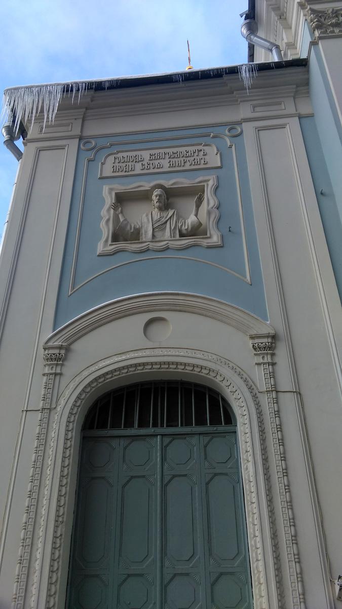 Такого я еще точно не видел. Горельефное изображение Христа с распростертыми руками. Очень необычно.