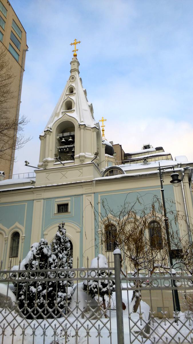 Современное здание храма в стиле эклектики с псевдорусскими элементами построено в 1857-1860 годах по проекту архитектора Александра Никитина, но сам храм существовал и ранее, с 16 века.