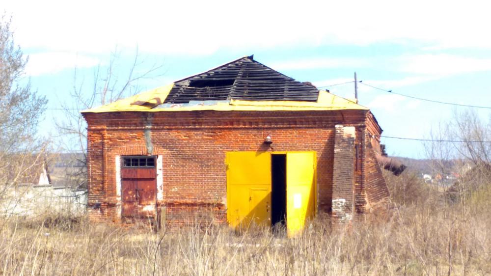 ... и, явно, старинного и заброшенного строения. Последнее, что там было, это автосервис.