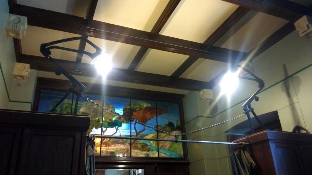 """Необычные лампы на """"шкафах"""" На самом деле, эти шкафы являются защитными боксами в которых спрятаны стеклянные крылья стрекоз..."""