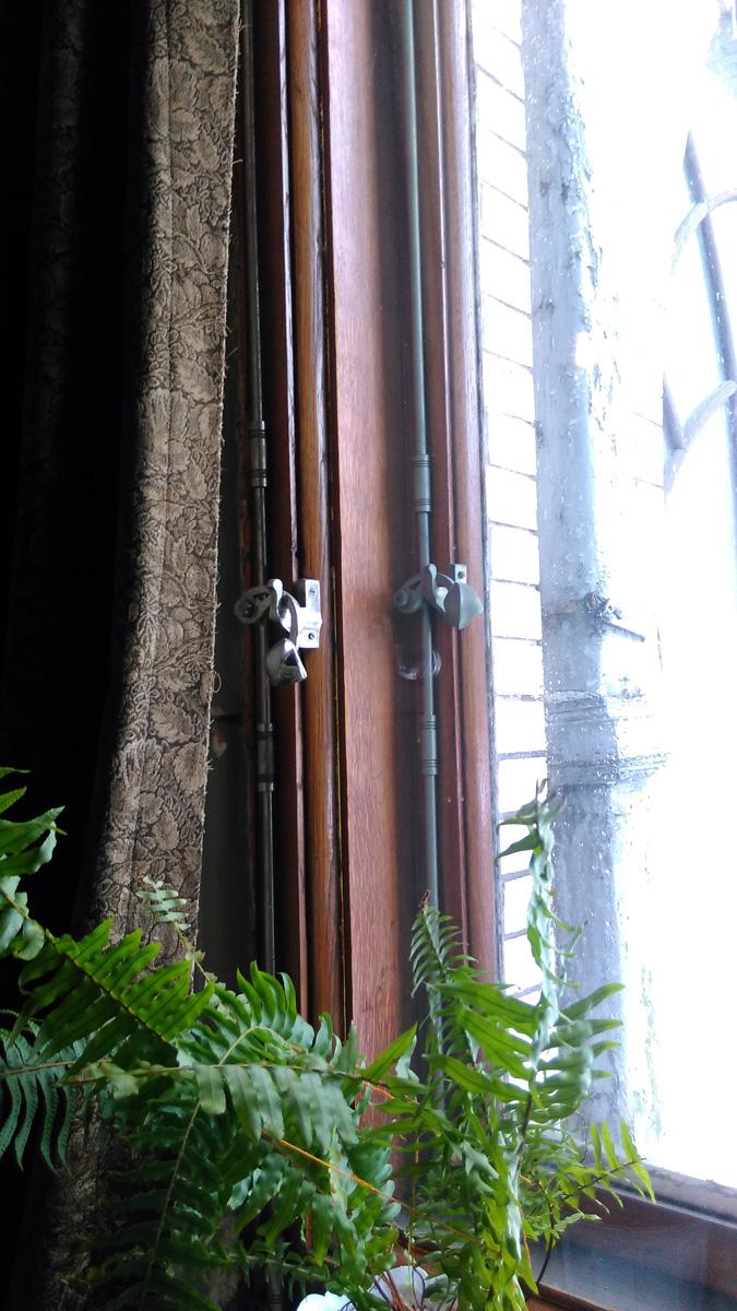 Очень мне понравилась фурнитура на окнах и дверях