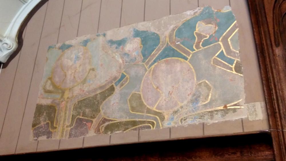 Реставраторы очистили часть стены с оригинальным рисунком.