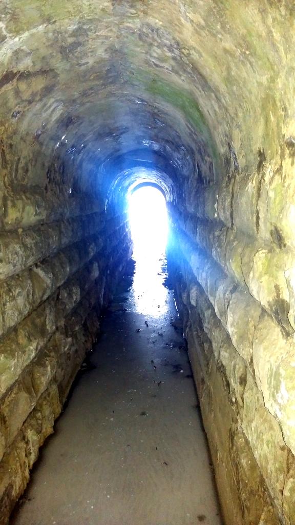 Свет в конце тоннеля под железной дорогой разделяющей Белые Столбы на восточную и западную части.