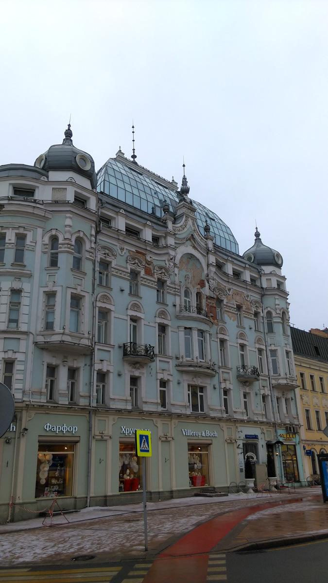 Большая Никитская ул., 31. Очень красивый дом, хоть и требует ремонта.