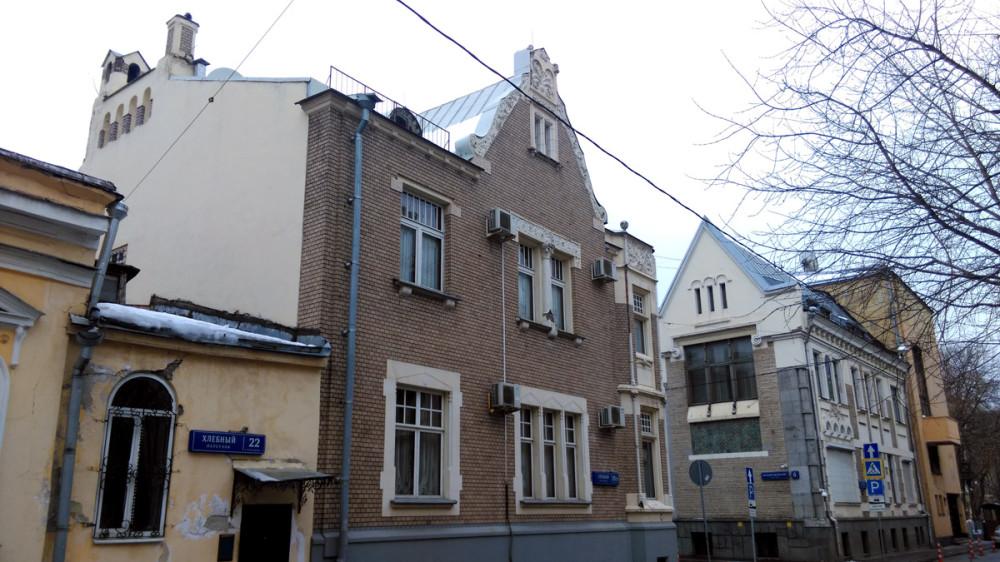 Еще снимок двух самых красивых зданий на пересечении Малого Ржевского и Хлебного переулков.