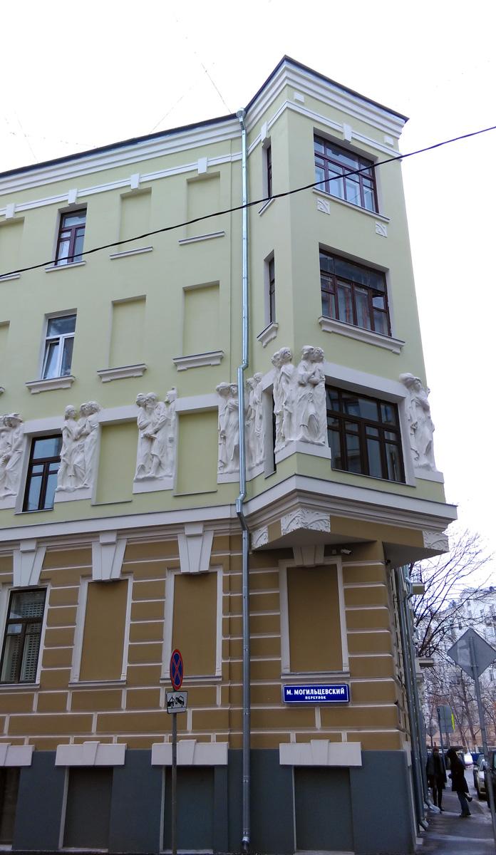 Помните я писал запомнить барельефы и архитектора Н. И. Жерихов. Вот, еще одна его работа...