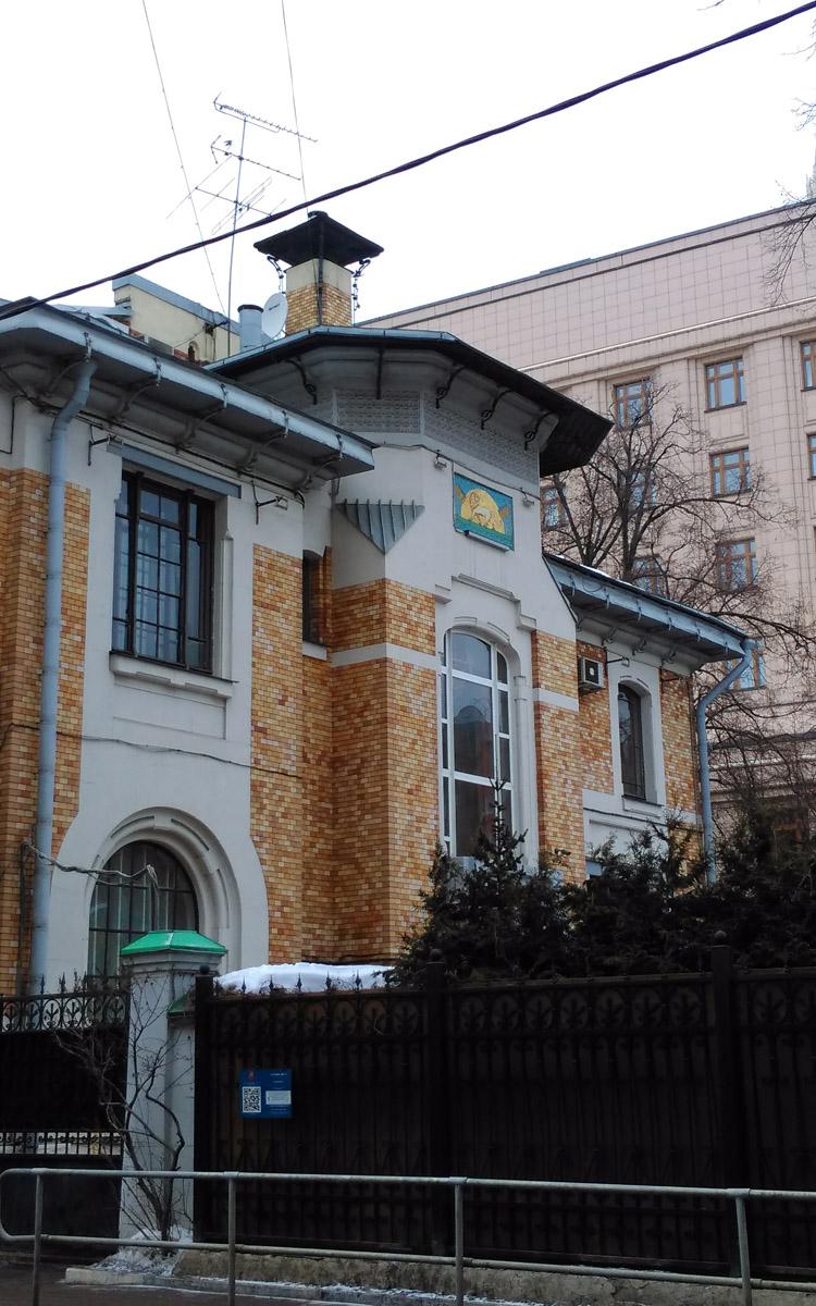..но уже в 1900 году архитектор его продал фабриканту Отто Листу. Лист предложил такую цену, что Кекушев не смог отказаться.