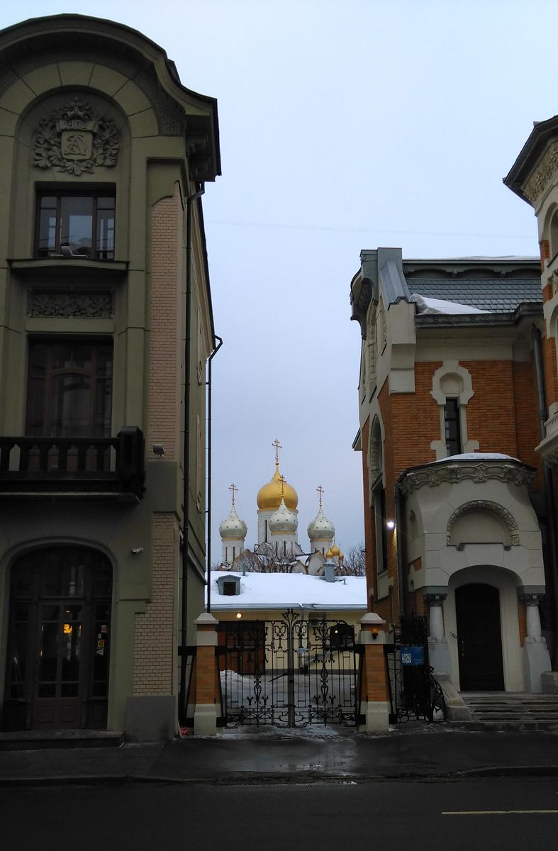 И через небольшой промежуток в котором виднеется Собор Рождества Пресвятой Богородицы....