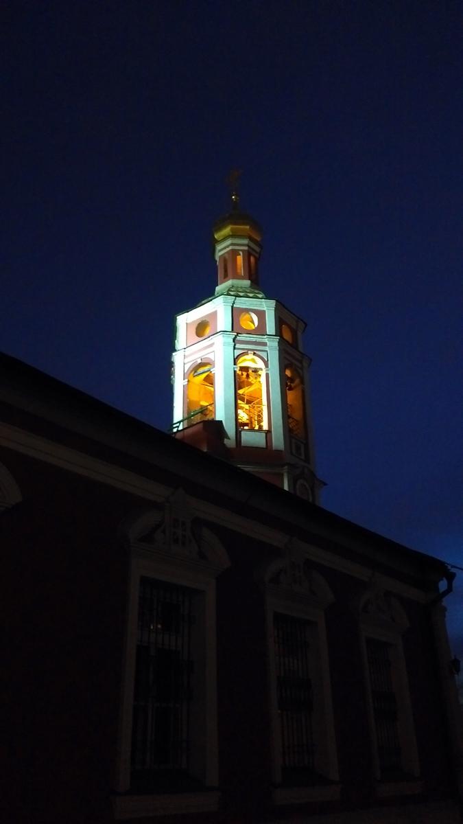 Подсвеченная колокольня Храма Иоанна Воина на Якиманке