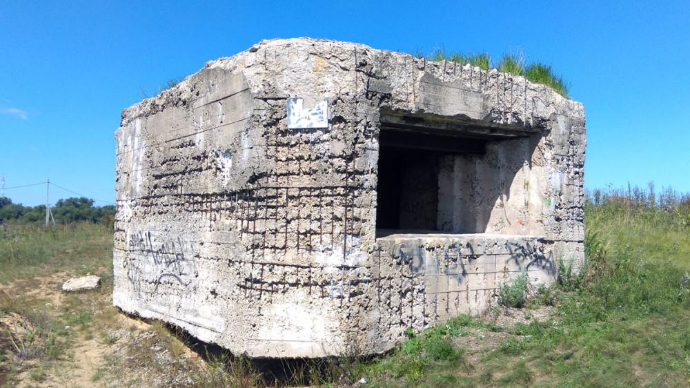Так же, рядом сохранился со времен ВМВ Артиллерийский 45мм монолитный ДОТ (Каширский укрепрайон)