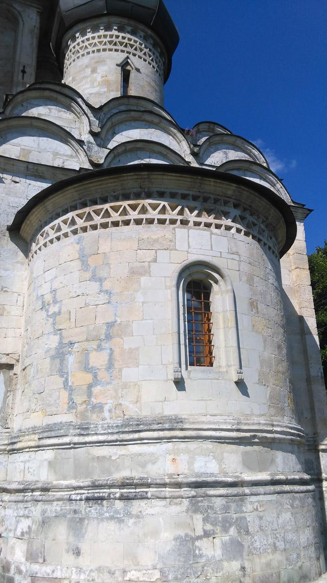 Не смотря на возраст и все исторические перипетии, храм достаточно хорошо сохранился. И рестораторы максимально сохранили прежние материалы и формы.