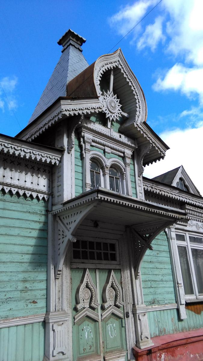 Деревянное одноэтажное здание с мезонином.Построено в 1903 году.
