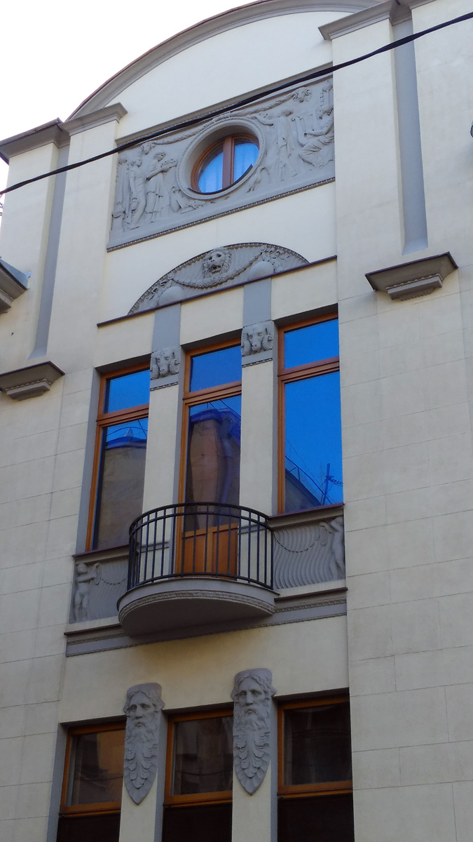 Бывший особняк М. А. Тарасова в Хлебном переулке. Построен в 1909–1910 гг. по проекту архитектора М. Ф. Гейслера совместно с К. А. Грейнертом.