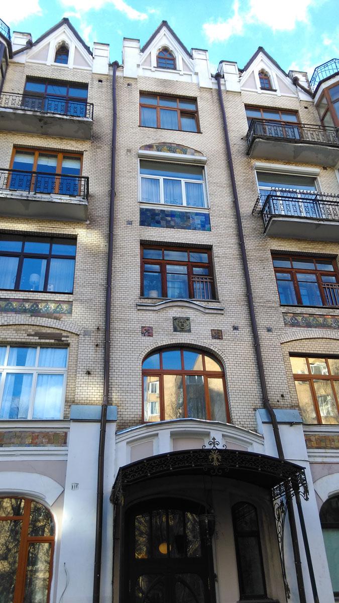 Староконюшенный пер. 41 строение 1. Доходный дом В. А. и Н. А. Савельевых. Построен в 1911 году.