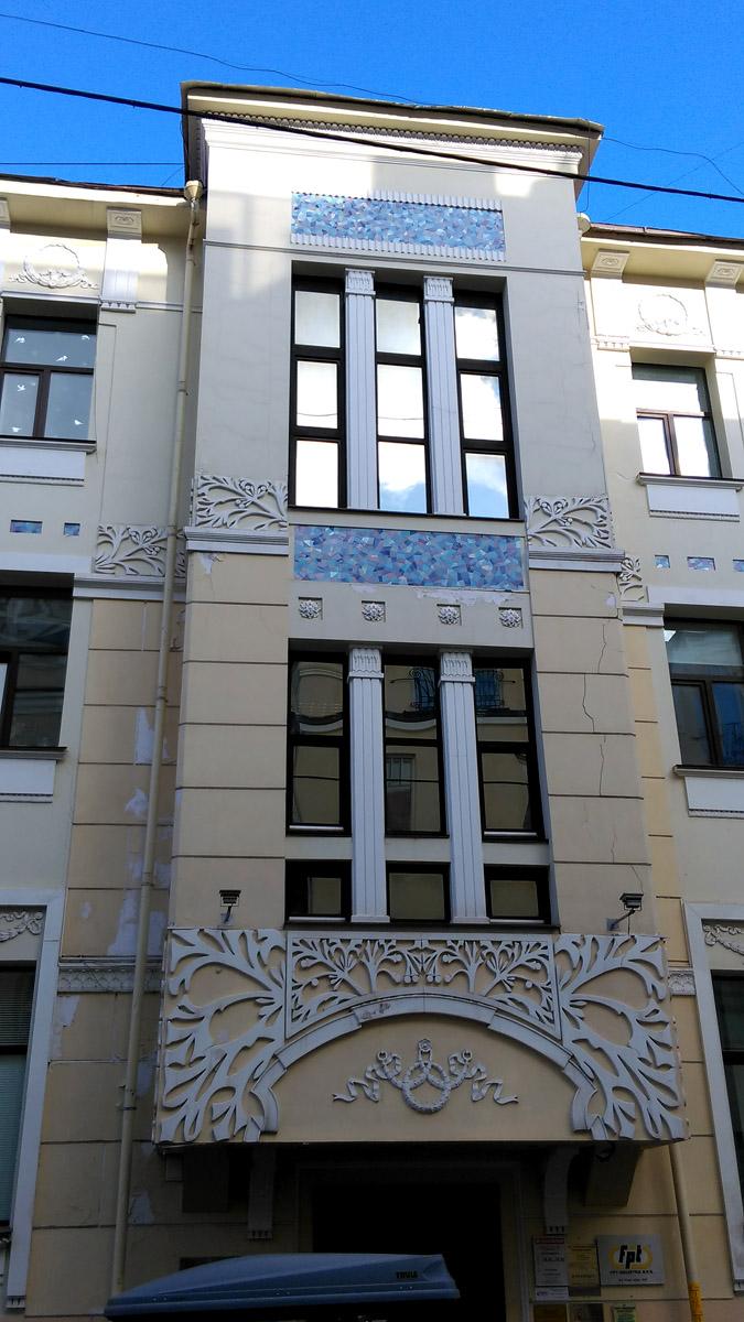 Нащокинский переулок. Трёхэтажное административное здание. Построено в 1911—1912 как доходный дом. Архитектор К. К. Альбрехт.