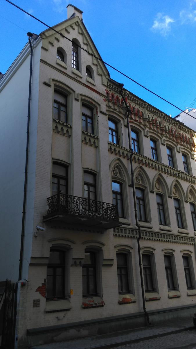 Доходный дом Московского акционерного общества. Дом с единорогом. Построен в 1897 году в неоготическом стиле. Архитектор Пётр Щекотов.