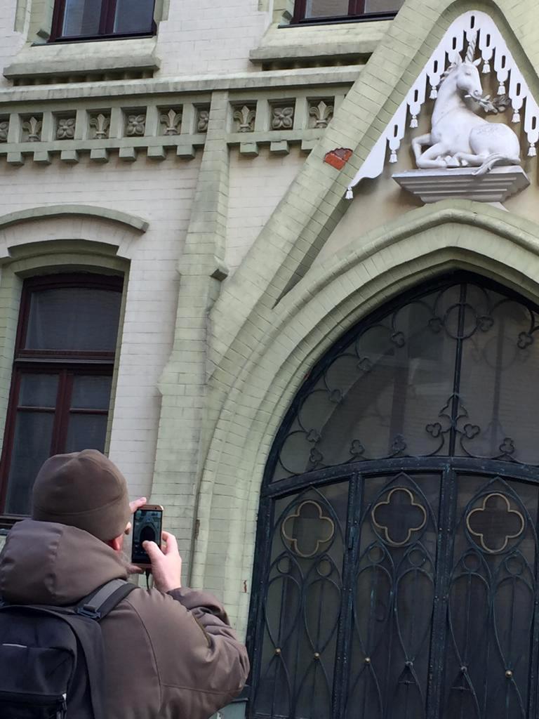 Ми-ми-мишный Единорог появился позже при современной реставрации. Тот редкий случай, когда отступления от оригинала украсили старинное здание.