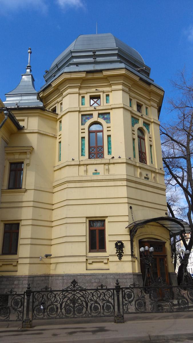 """А изначально это ресторан И. А. Скалкина """"Эльдорадо"""". Проектировал его и начинал строить, как я уже написал, Лев Кекушев, а достроил в 1909 году Н. Д. Поликарпов."""