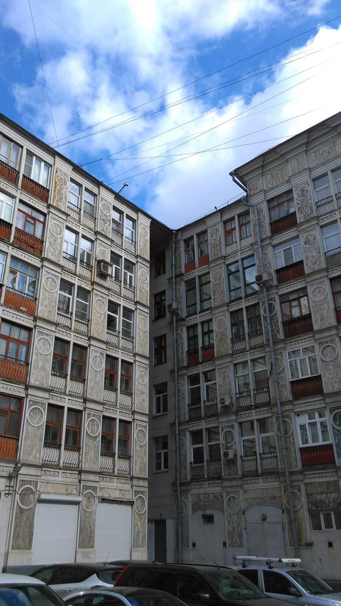 Ажурный дом, вид со двора. Такой красотой не могут похвастаться парадные фасады большинства современных домов...