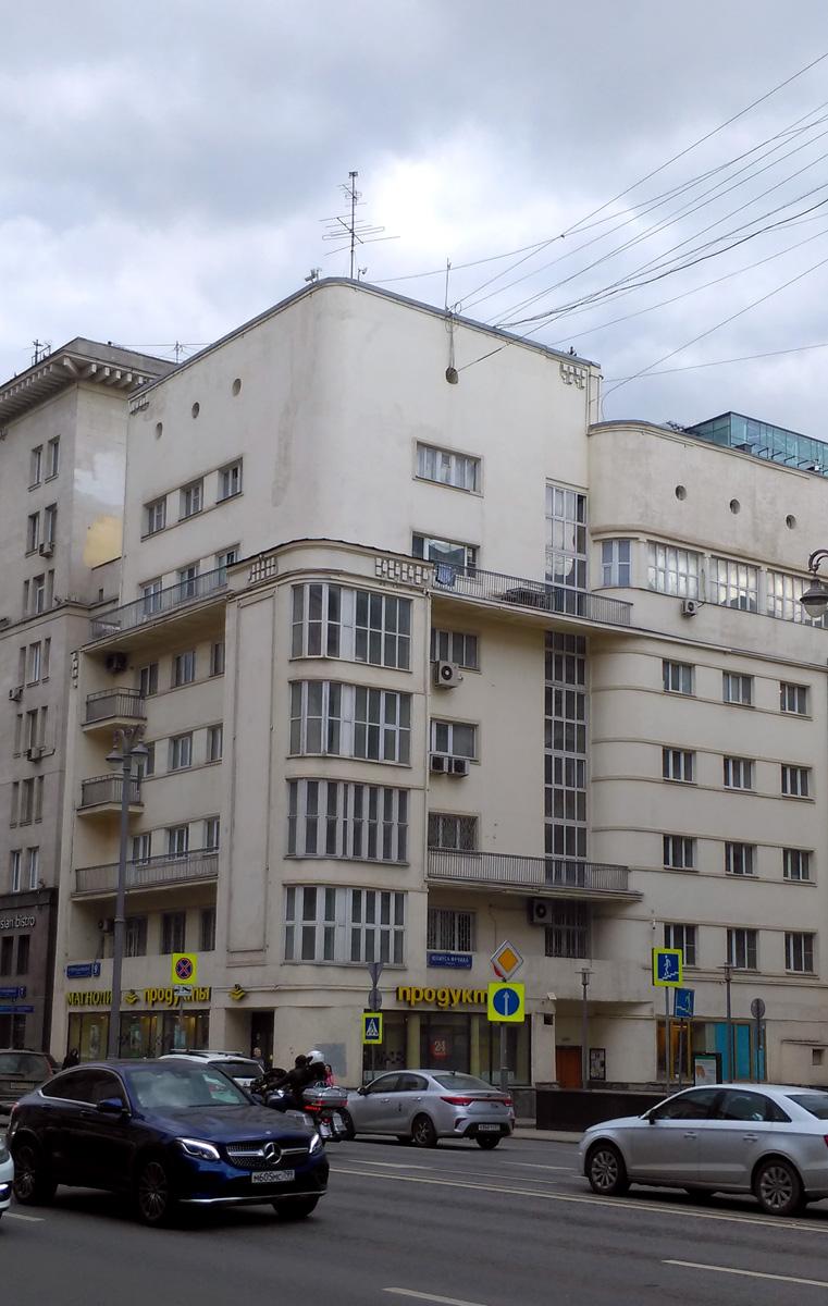 «Жилой дом Моссовета» Семиэтажный одноподъездный кирпичный жилой дом.Построен в стиле конструктивизма в 1933 году.