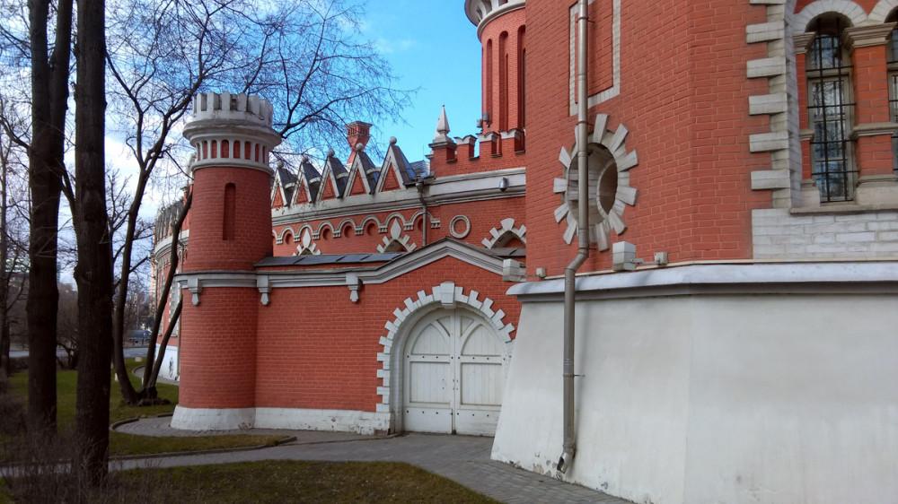 После революции 1917 года здесь располагался музей Красной авиации, а позднее — Военно-воздушная Академия.  Теперь Петровский путевой дворец — это Дом приемов мэрии и пятизвездочная гостиница.