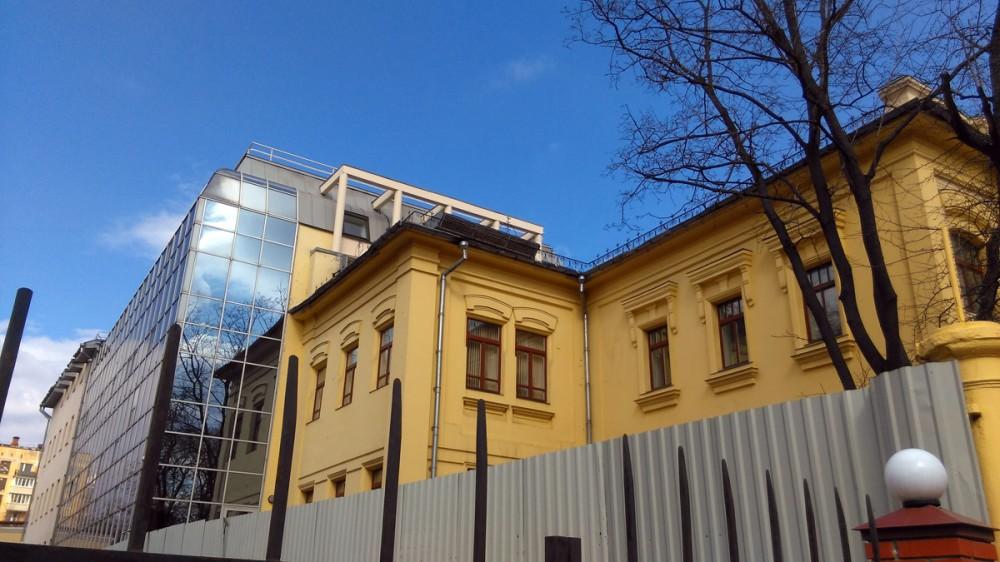 В 2000-х годах здание было реконструировано: со двора пристроен новый стеклянный объём