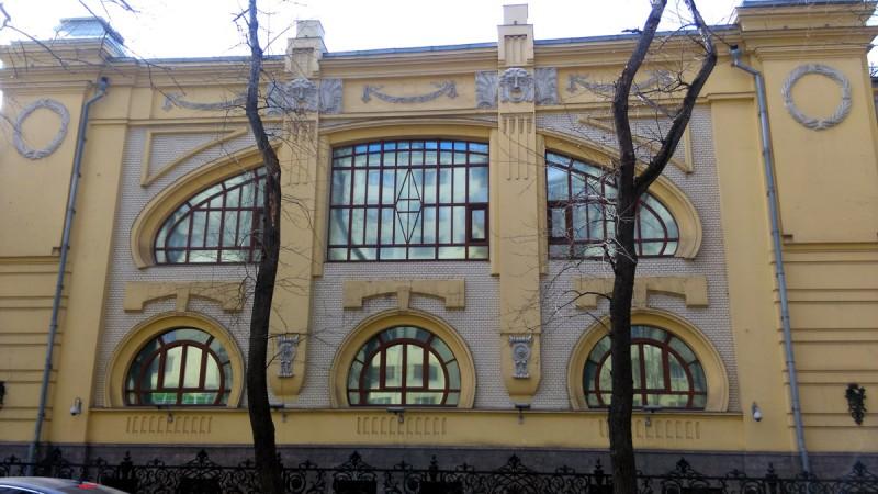 Изначально здание по проекту гениального архитектора Льва Кекушева было построено, как гостиница и ресторан Эльдорадо.