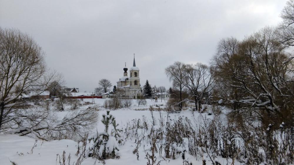 Через два километра показался Храм Успения Пресвятой Богородицы.