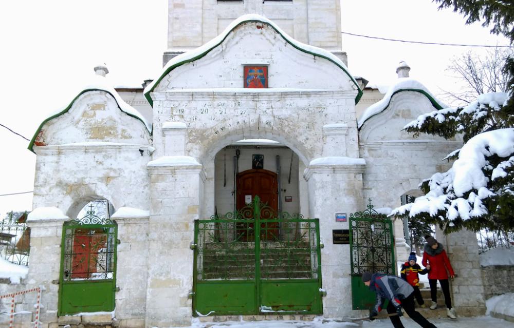 Церковные ворота.