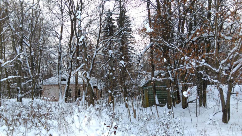 """Рядом расположен бывший пионерский лагерь """"Березка"""""""