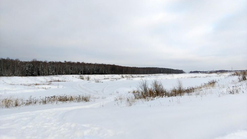 Карьерные пруды  покрыты льдом и снегом...