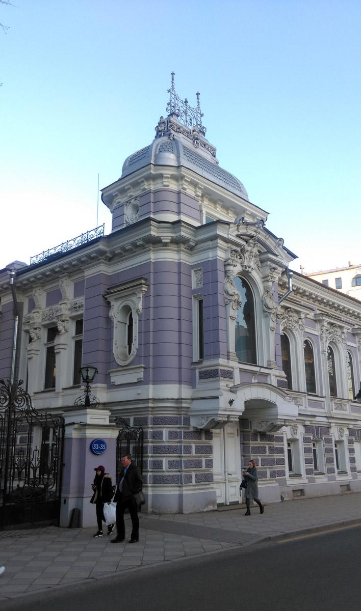 Особняк Коробковой на Пятницкой улице. Построен в 1894–1896 гг. по проекту Л. Н. Кекушева, достроен в 1899 г. С. С. Шуцманом.