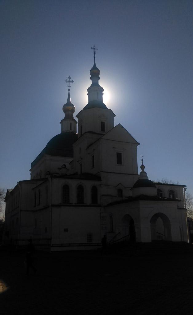 Церковь Святых Отцов Семи Вселенских Соборов Данилова монастыря и утреннее солнце...