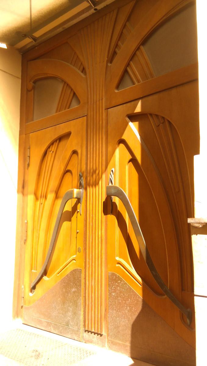 Красивые двери в стиле модерн...