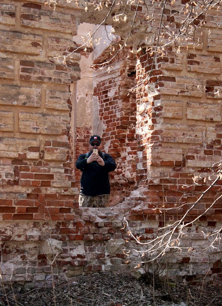 Руины на месте...