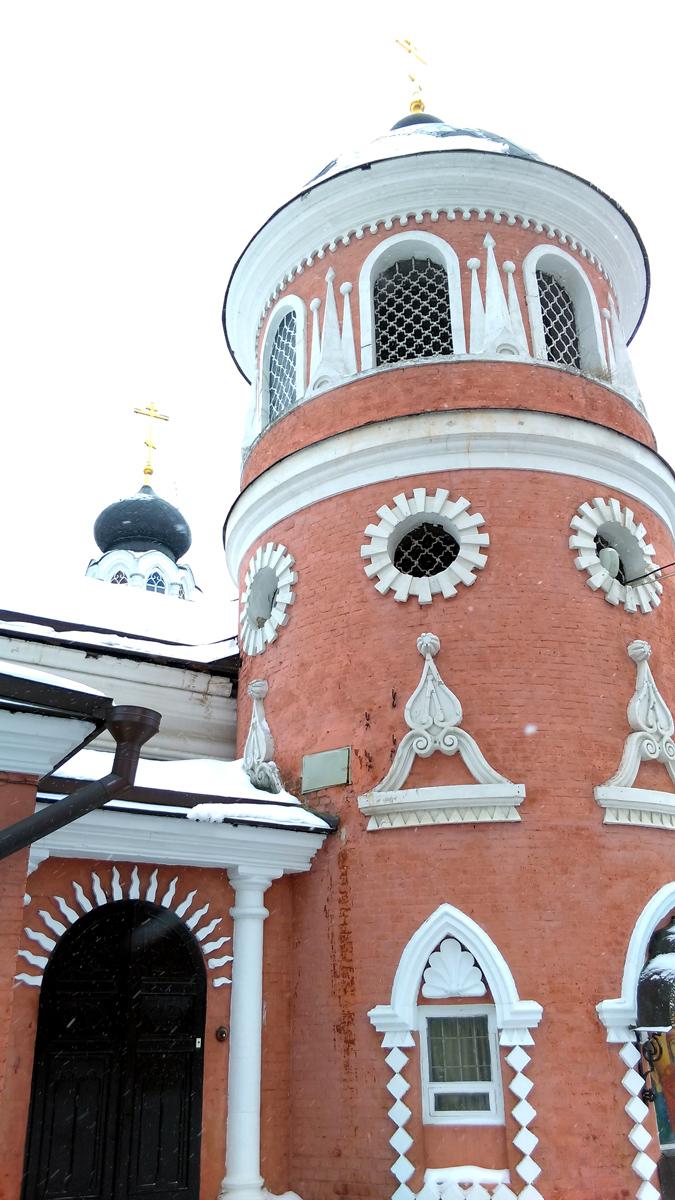 Храм Николая Чудотворца. Напоминает пряничный домик.