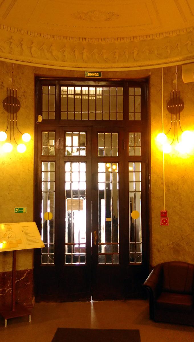 Внутренние входные двери.