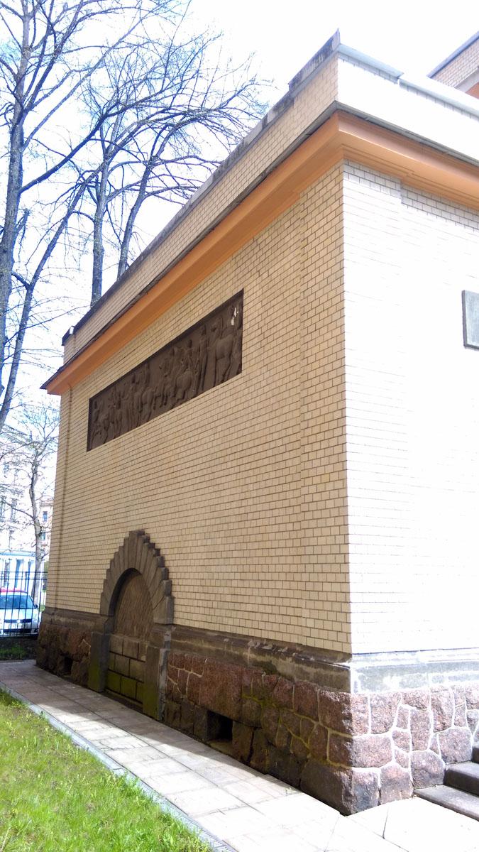 Боковая пристройка построенная в 1016 году.