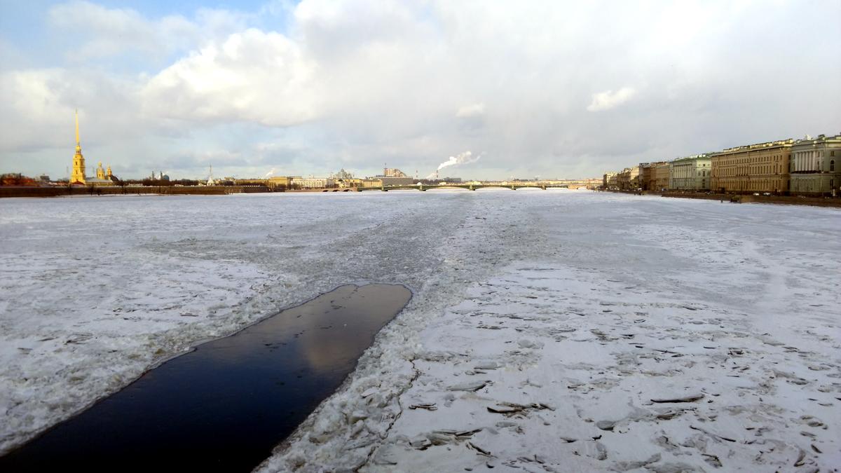 В Ленинграде был очень много раз, но впервые увидел Неву во льдах.