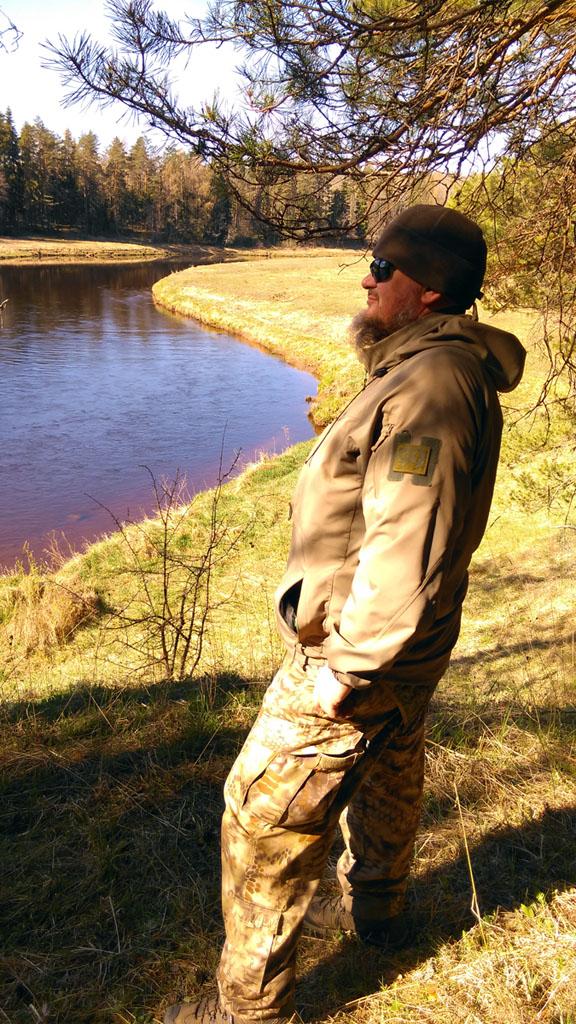 А уже сытый греюсь под лучами теплого солнца и любуюсь рекой