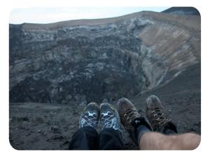 Вулкан Ол Доньо Ленгай и озеро Натрон в Танзании
