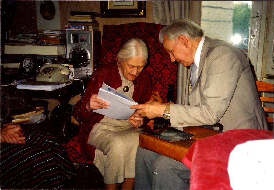 Старик и правнучка