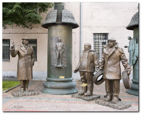 Памятник Данелии и Мимино в Тбилиси