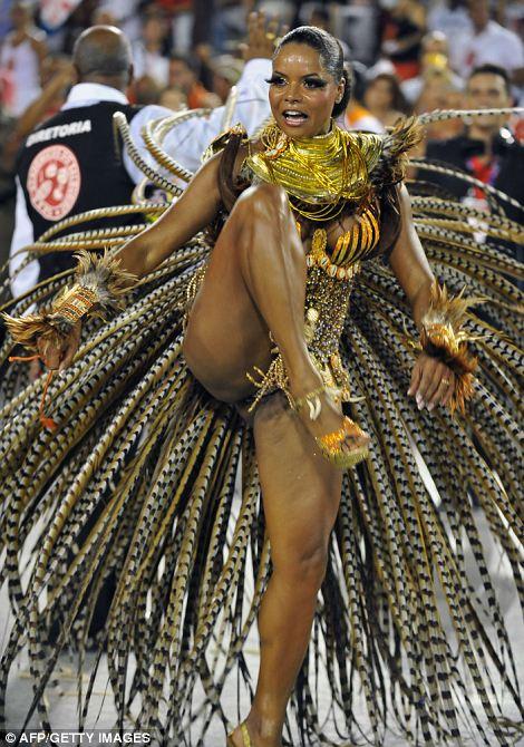 писи в рио на карнавале фото