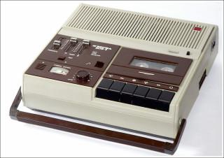Появление кассетных магнитофонов