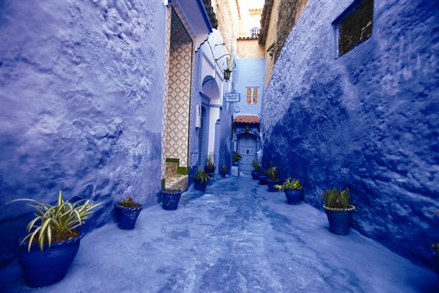 shutterstock_14389711_ Chefchaouan street with blue walls